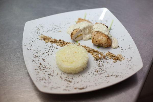 """Foto: Fileu de pui cu sos """"Fetta"""" și orez de iasomie"""