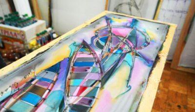 Fii originală, purtând o eşarfă pictată manual!