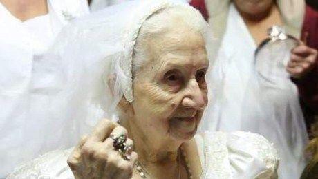 Foto: Mireasă la 100 de ani!