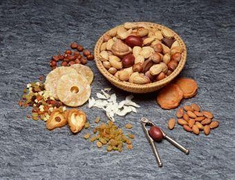 Fructele uscate previn apariţia cancerului de colon!