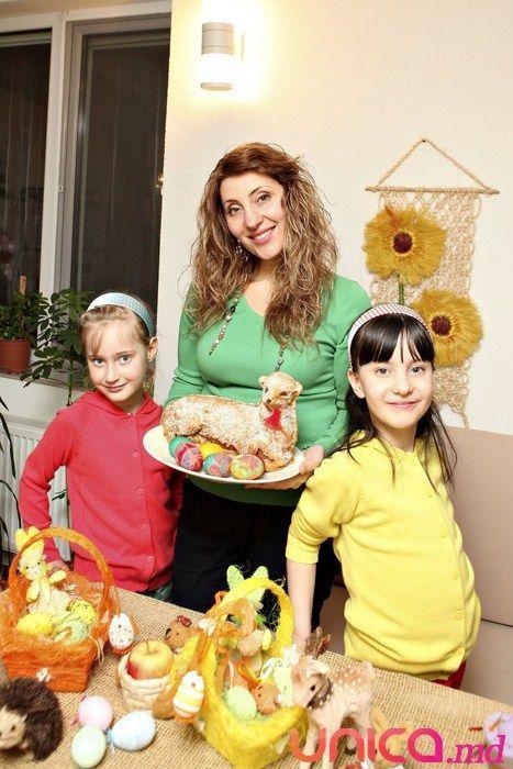Aura, Lorry şi Betty te învaţă cum  să încondeiezi ouăle de Paşti !!!