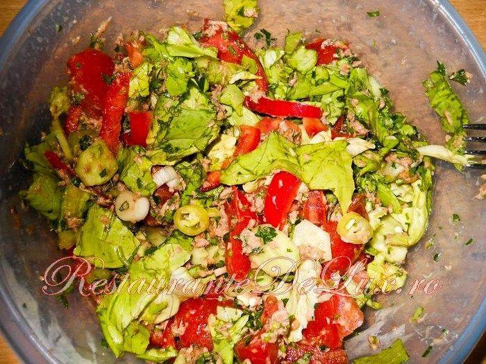 Salată de crudităţi cu ton!