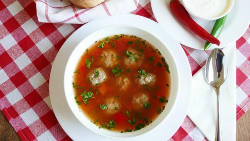 Foto: Ciorbă de perişoare pentru un prânz delicios!