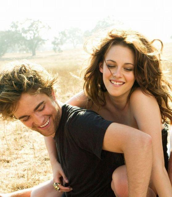 Cel mai îndrăgit CUPLU DE VAMPIRI din filme va deveni o FAMILIE. Robert Pattinson a cerut-o în căsătorie pe Kristen Stewart!