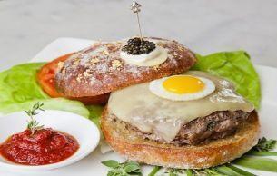 Foto: Cel mai scump hamburger din lume!