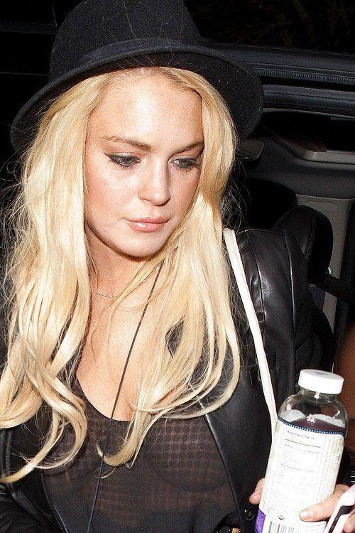 Foto: Lindsay Lohan, de urgenţă la spital! A fost găsită inconştientă în camera de hotel!
