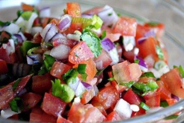 Foto: Salată picantă de roșii! O rețetă delicioasă