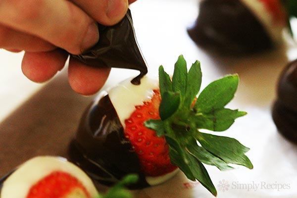 chocolate-dipped-strawberries-method-600-6