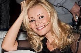 Foto: Angelica Varum- look nonconformist la 43 de ani!