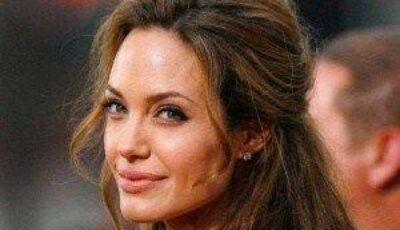 Angelina Jolie lansează o colecţie de bijuterii!