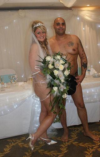"""Cea mai """"îndrăzneaţă"""" nuntă pe care ţi-ai îmagina-o şi-au jurat credinţă în pielea goală! Te bagi"""