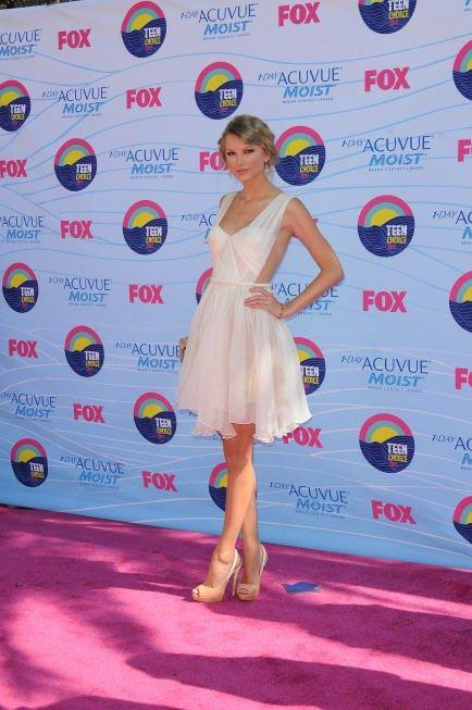 """Foto: Cele mai sexy apariţii pe covorul roşu la """"Teen Choice Awards"""". GALERIE FOTO"""