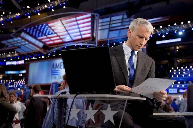 """Anderson Cooper, unul dintre cei mai respectaţi jurnalişti spune : """"sunt homosexual""""!"""