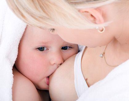 Foto: Laptele matern împiedică transmiterea HIV