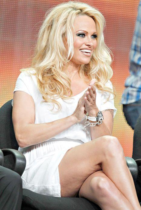 Foto: Pamela Anderson, plină de celulită!