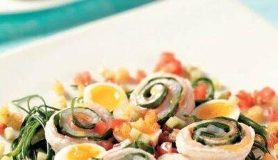 Rulouri din limbă-de-mare, cu salată de săricică şi ouă de prepeliţă