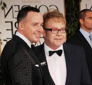 Sir Elton John va deveni tătic pentru a doua oară. Va folosi aceeaşi metodă ca şi la apariţia primului copil!