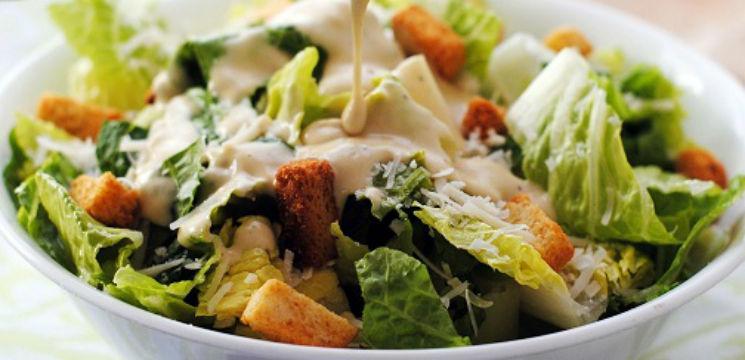 Salată Caesar cu pui!