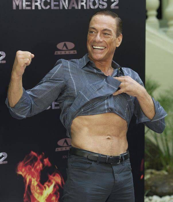 Abdomenul perfect a lui Van Damme la 52 de ani!