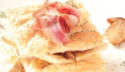 Foietaj cu hribi, piept de porc şi usturoi