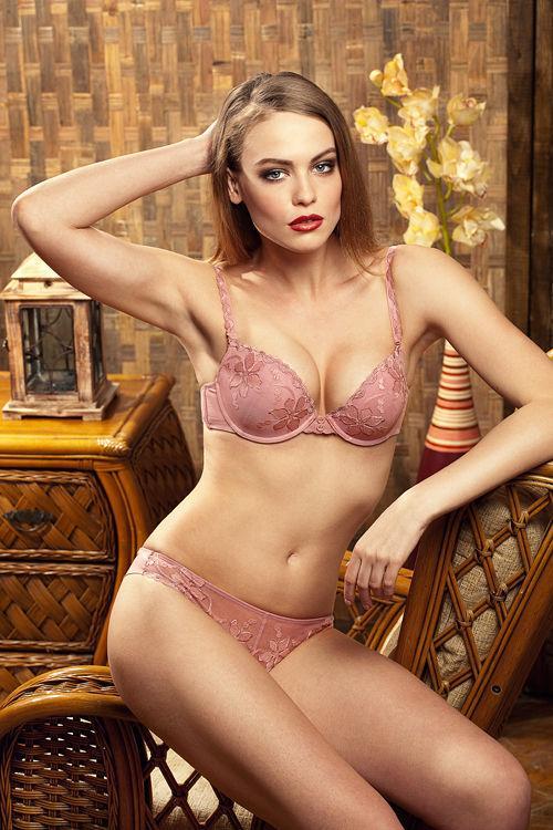 Fii senzuală și provocatoare cu Lolita Lingerie!