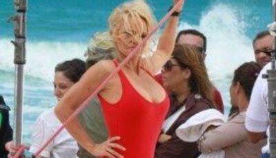 Chiar şi la 45 de ani, Pamela Anderson arată superb