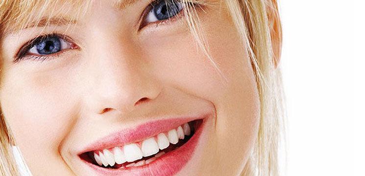 10 paşi pentru dinţi mai albi şi strălucitori!