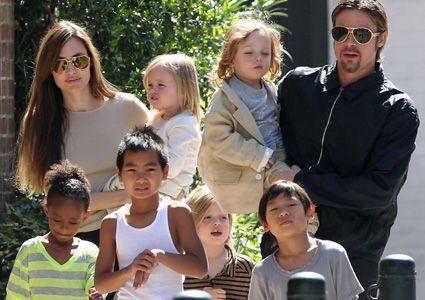 Foto: Moș Crăciun-  motivul pentru care Brad Pitt și Angelina se ceartă în fiecare an