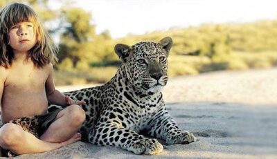 Fetița care trăiește ca Mowgli, în Africa!