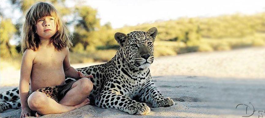 Foto: Fetița care trăiește ca Mowgli, în Africa!