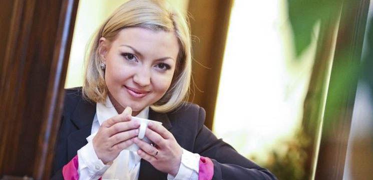 """Foto: Doina Petrache: """"Am decis că e mai bine să mă  bucur la nunţi,  decât să stau în sala de şedinţe""""."""
