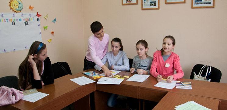 """Şcoala Manierelor Elegante """"ABeZe"""" – o investiţie sigură în dezvoltarea personală"""