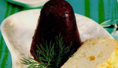 Piftiuţe de sfeclă roşie cu sos de smântână dulce