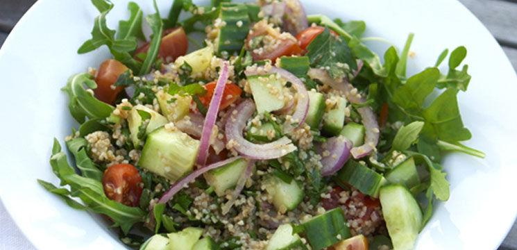 Salată de grâu și pui