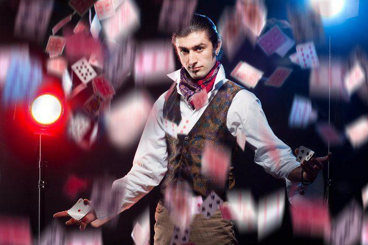 Iluzionistul Garry Cozma a debutat în teatru