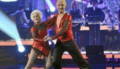 Video! La 78 de ani, dansează ca o fetișcană