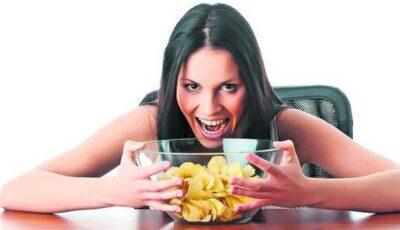 Află cum emoțiile negative influențează poftele tale alimentare