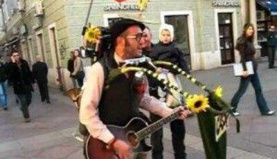 Un bărbat face spectacol pe străzile din Croația!