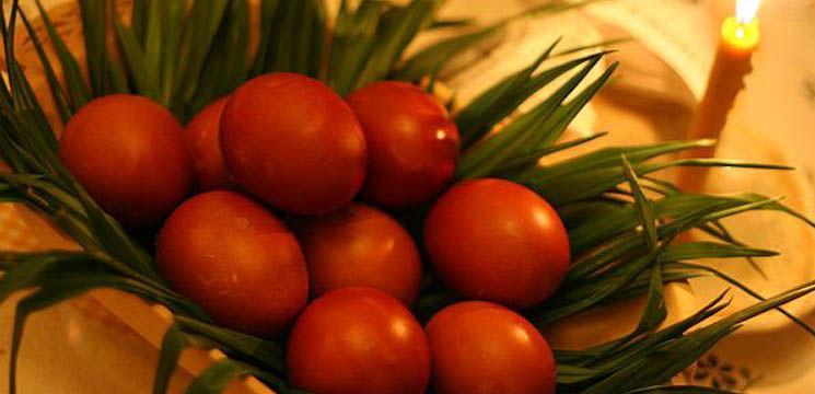 Cum poţi vopsi ouăle cu ingrediente naturale