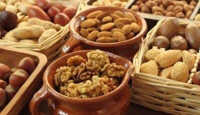 Consumul regulat de nuci şi alune previne îmbătrânirea