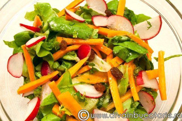 salata-verde-cu-morcovi-si-ridichi