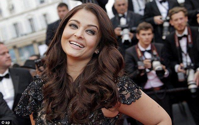 Aishwarya Rai şi-a arătat noua siluetă la Cannes