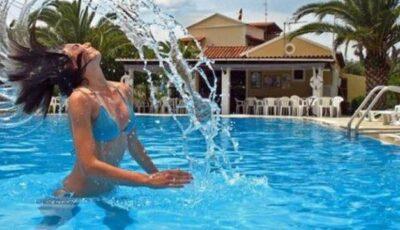 Bazinele de înot pot provoca conjunctivită!