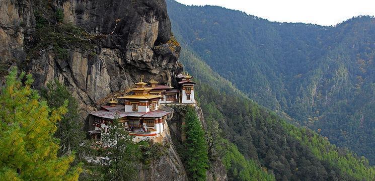 Foto: Top cele mai izolate mănăstiri din lume!