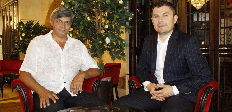 Foto: Constantin Moscovici în postură de ginecolog!