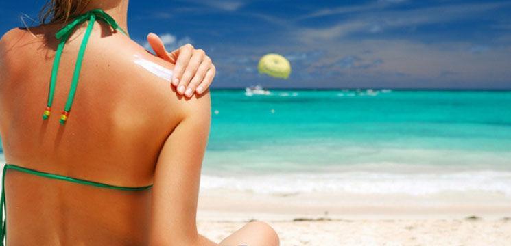 Cremele de protecție solară încetinesc îmbătrânirea premature a pielii