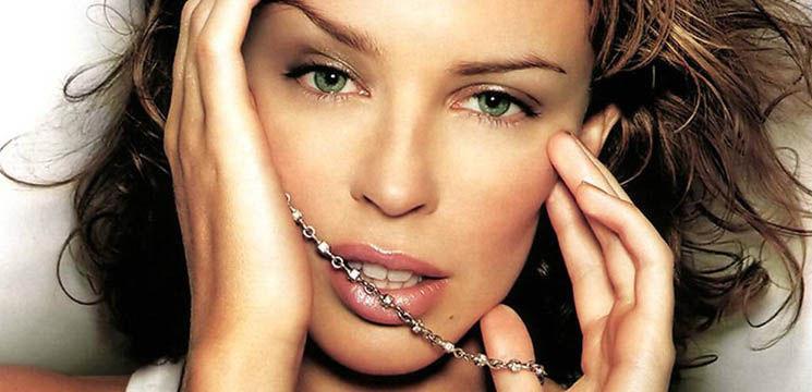 Fashionista Kylie Minogue a lansat prima ei carte despre modă!