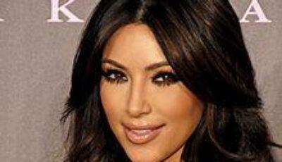 Kim Kardashian a născut! Vezi prima poză cu fiica ei