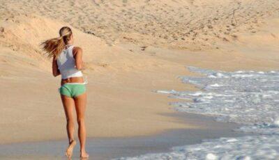 Exerciţii pe care le poţi face pe plajă!