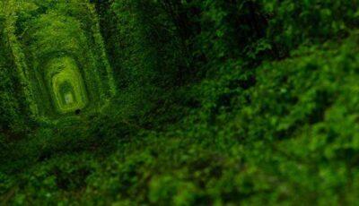 """""""Tunelul iubirii"""" și """"Lacul Roz"""" – destinațiile care trebuie să le vizitezi!"""